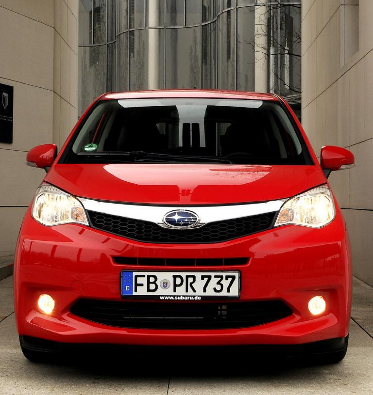 Subaru Trezia: Blick auf die Frontpartie des Minivans.