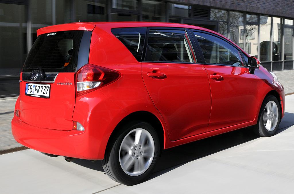Subaru Trezia: Heck-/Seitenansicht des kompakten Japaners.