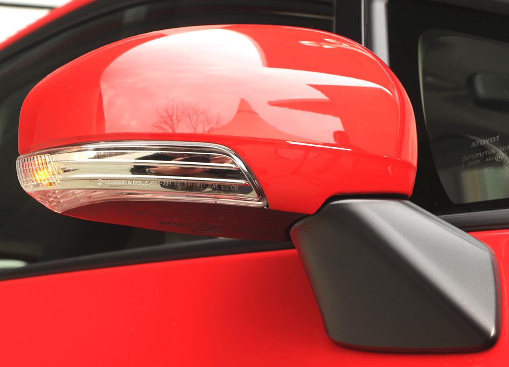 Subaru Trezia: In die Außenspiegel sind zugleich die Blinker integriert.