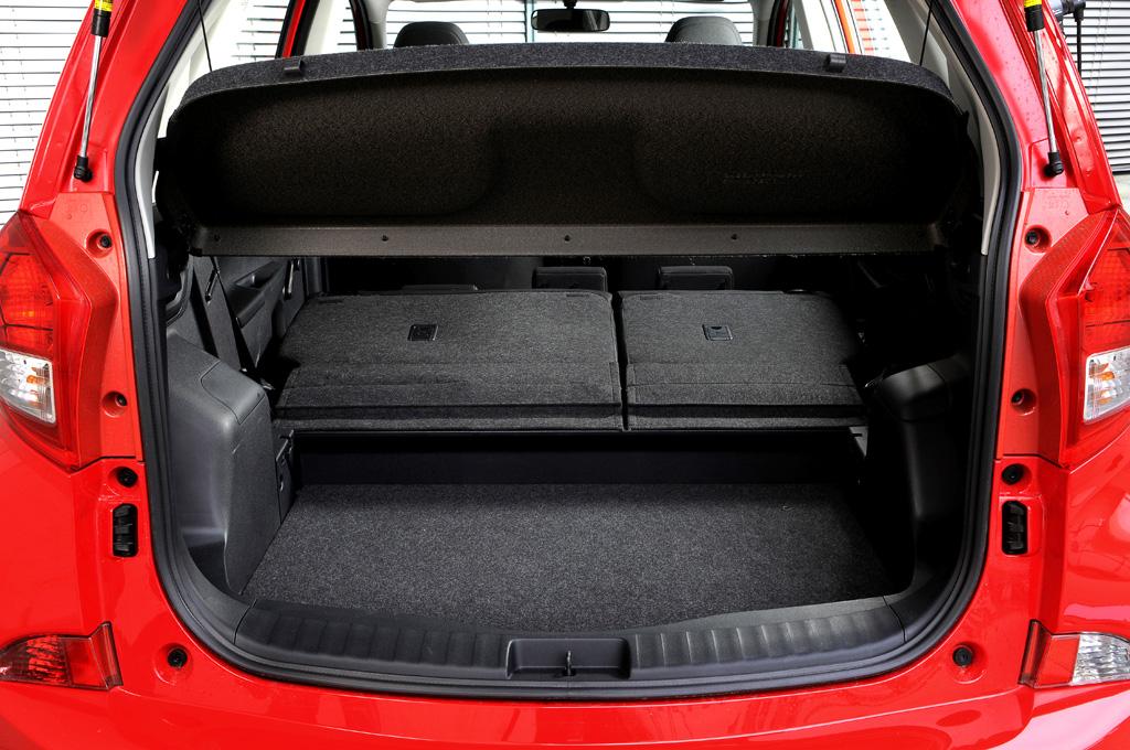 Subaru Trezia: Ins Gepäckabteil passen rund 430 bis fast 1400 Liter hinein.