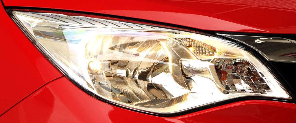 Subaru Trezia: Moderne Leuchteinheit vorn.