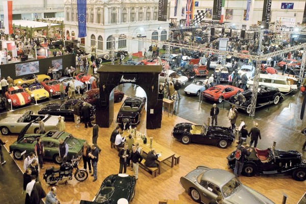 Techno-Classica Essen - Automobile Klassiker kennen keine Krisen