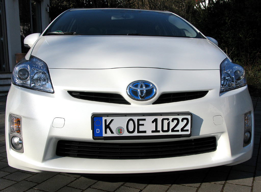 Toyota Prius: Blick auf die Frontpartie des Fünftürers.