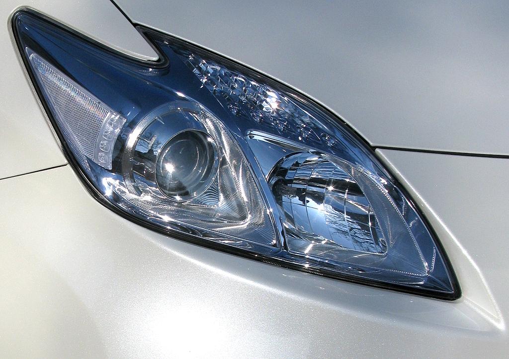 Toyota Prius: Moderne Leuchteinheit vorn.