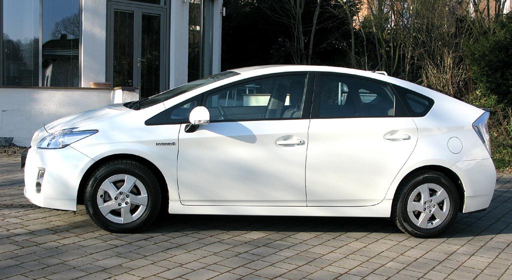 Toyota Prius: Und so sieht der geräumige Fünfsitzer von der Seite aus.