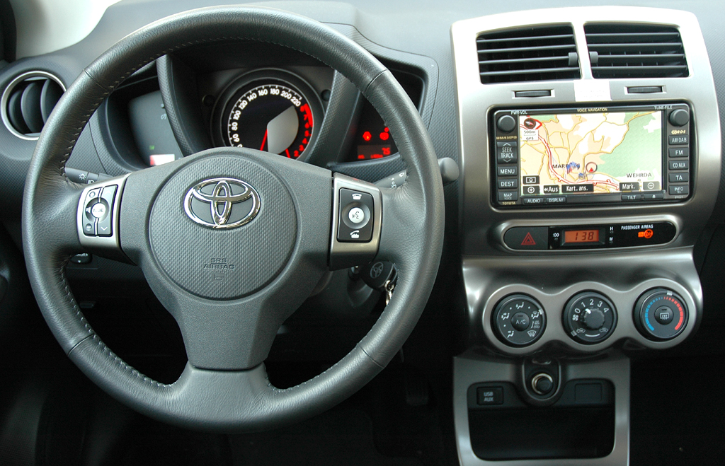 Toyota Urban Criuser: Blick ins Cockpit.