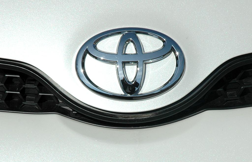 Toyota Urban Criuser: Das Markenlogo sitzt vorn auf der Motorhaube.