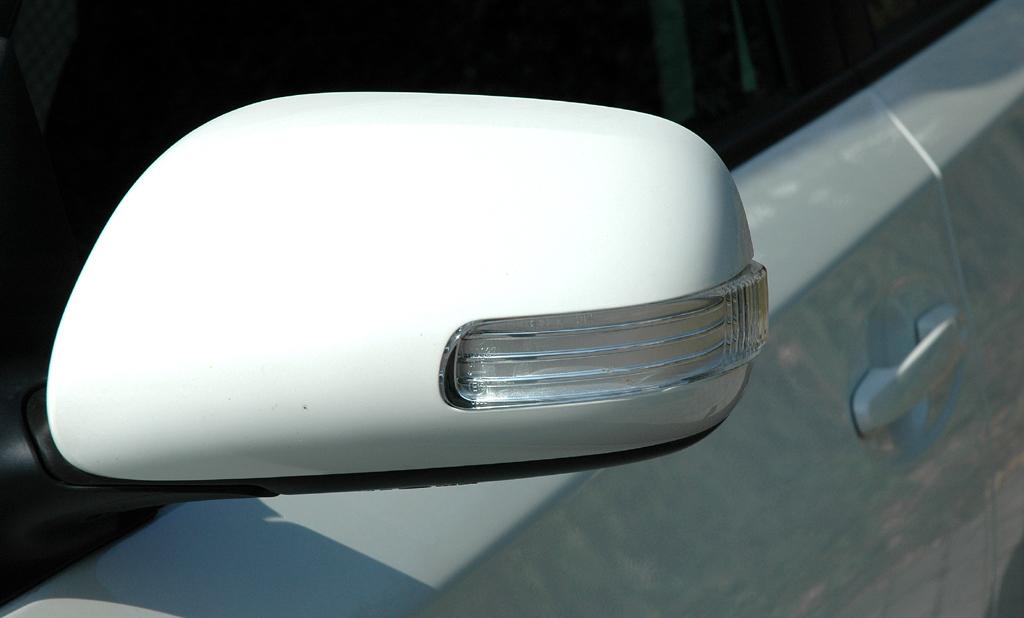 Toyota Urban Criuser: In die Außenspiegel sind die Blinker integriert.