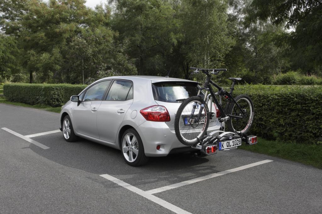 Toyota hält Fahrradheckträger auch für Hybridmodelle bereit