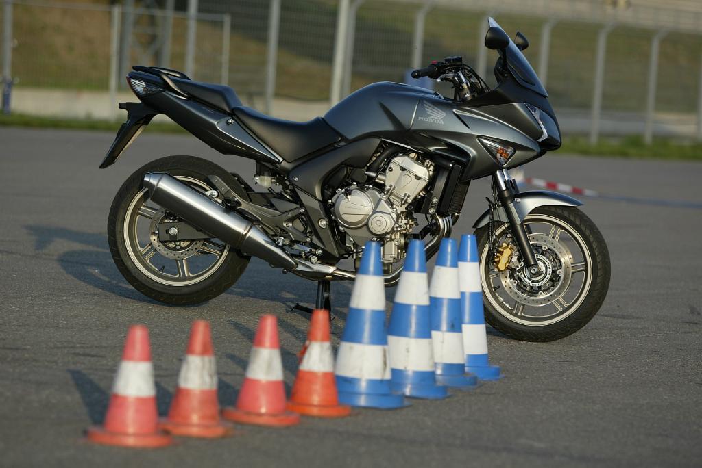 Vor dem Start in die Motorradsaison empfiehlt sich auch die Teilnahme an einem Fahrtraining.