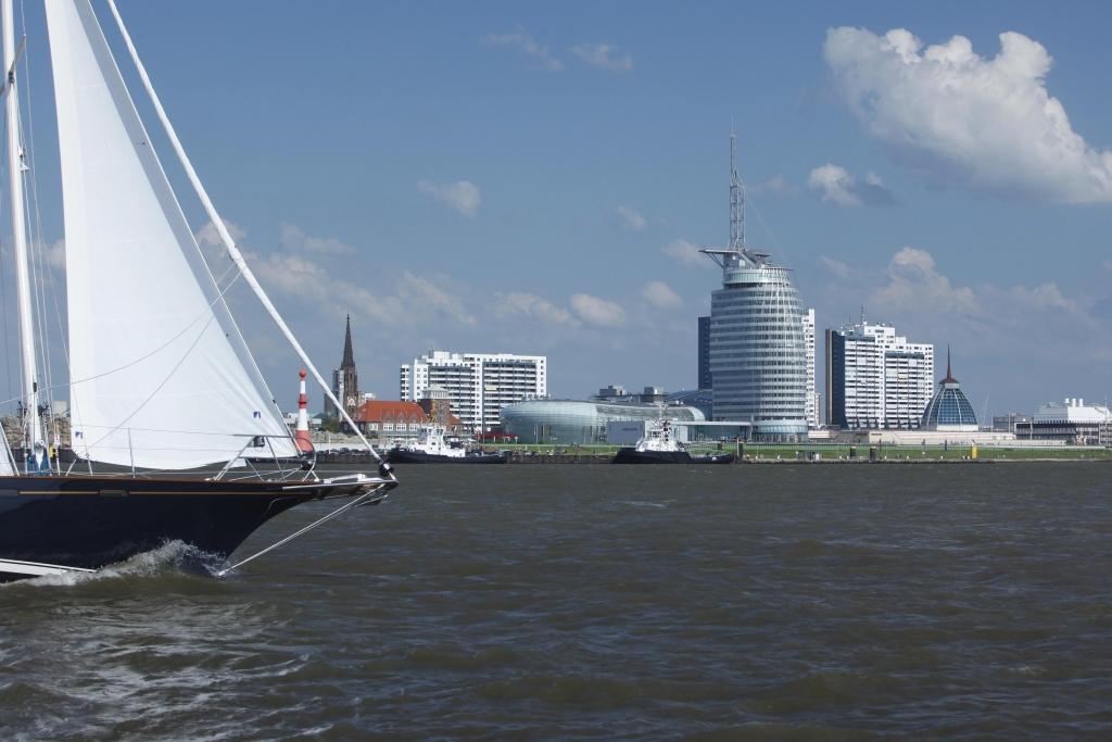 """""""imWasser Bootsschau"""" Bremerhaven: Gebrauchtbootmarkt, matitimer Flohmarkt und Schleuseneröffnung"""
