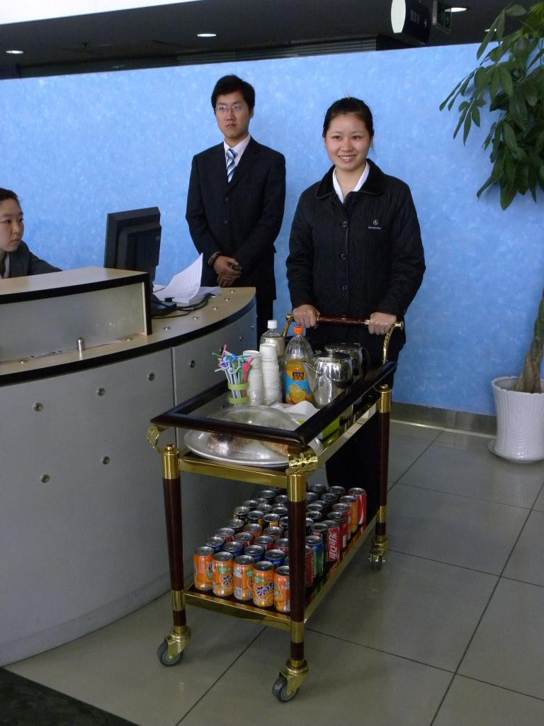 Auch die traditioneller Teezeremonie gehört zum Verkaufsgespräch