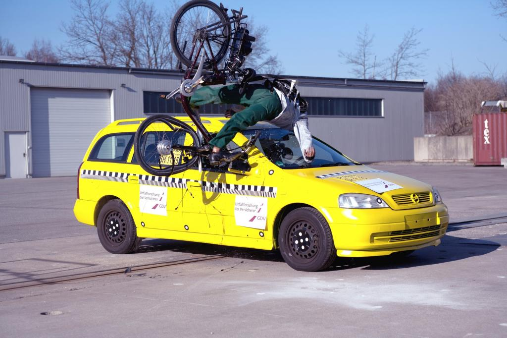 Autofahrer werden von E-Bikern schnell überrascht