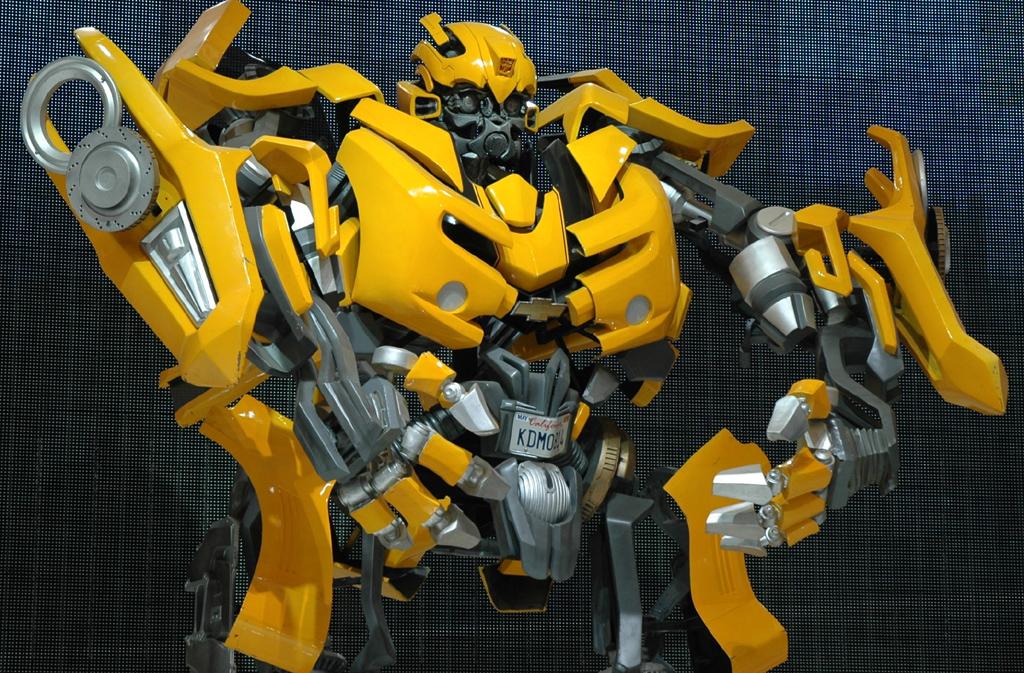 Autoschau Shanghai: Riesen-Roboter am General-Motors-Stand.