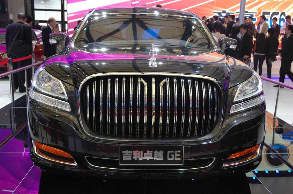 Autoschau Shanghai: Status und Luxus gehören auch in China dazu.