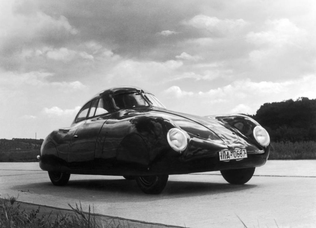 Berlin-Rom-Wagen VW Typ 60 K 10 von 1939.