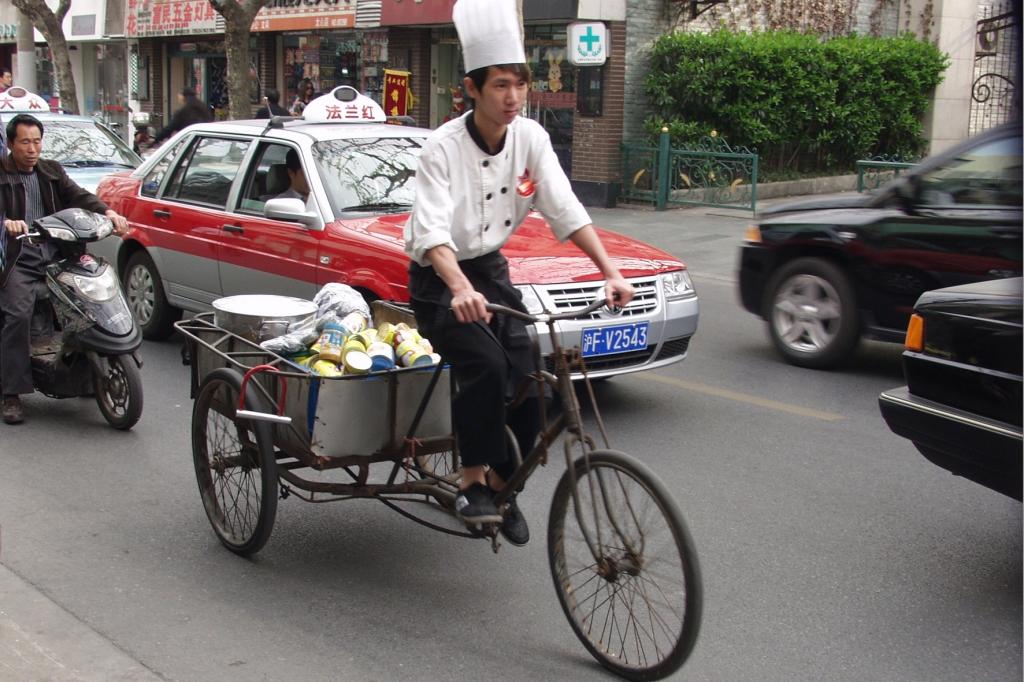 Das Fahrrad hingegen ist ein Auslaufmodell. In Schanghai taugt es allenfalls noch als Nutzfahrzeug.