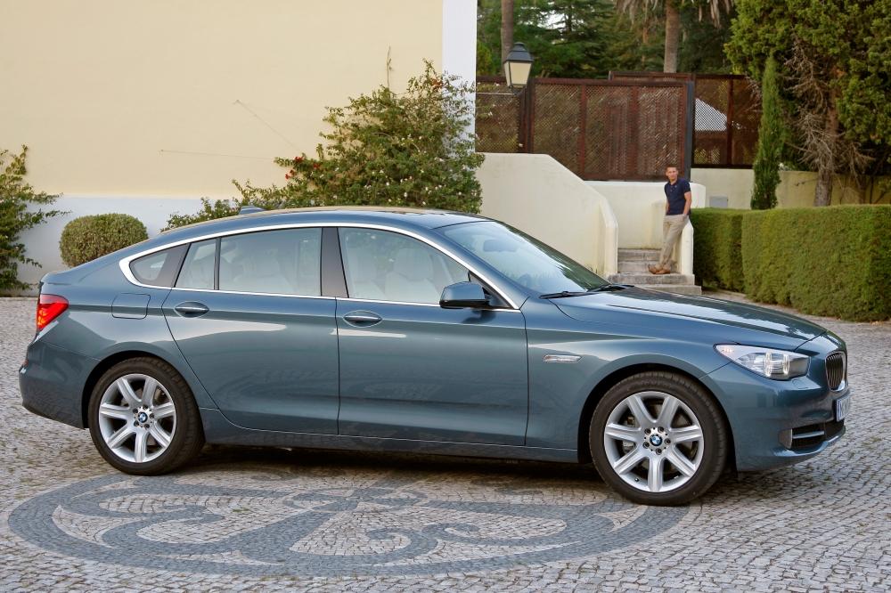 Der BMW 5er GT ist eine Mischung aus SUV, Kombi und Limousine