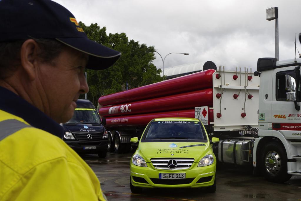Der Wasserstofftransporter und ein Sprinter mit einer Pumpe von Linde bildeten die mobile Wasserstofftankstelle.