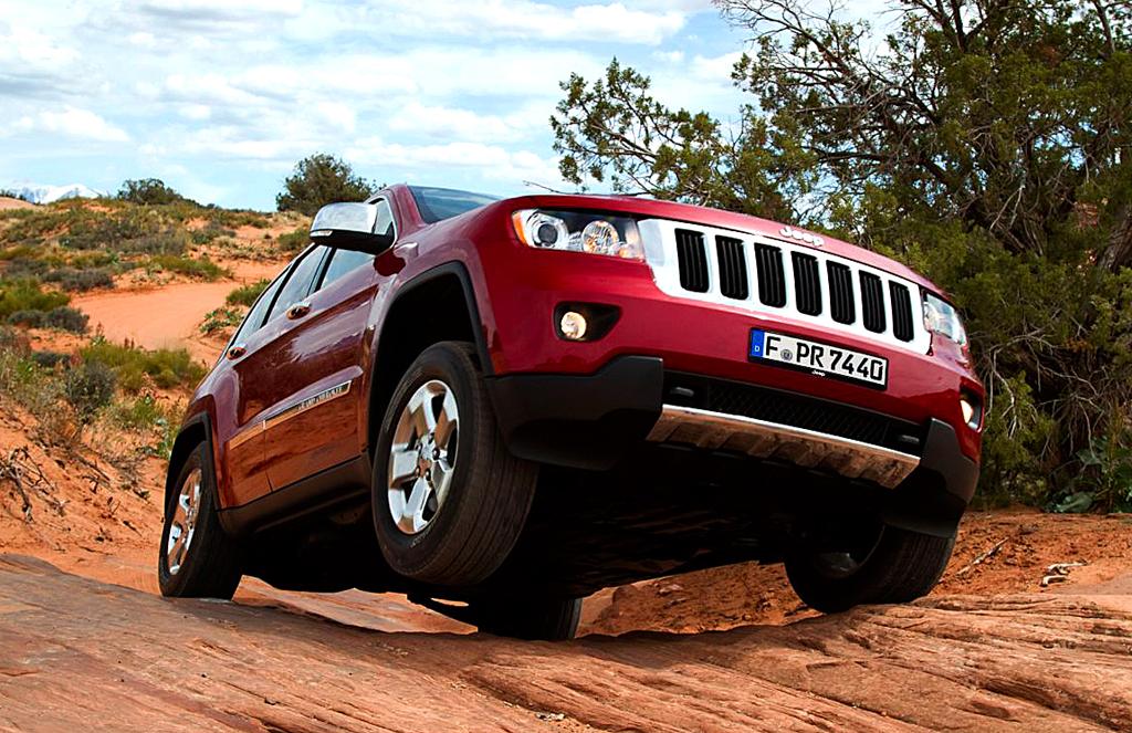 Der große Jeep-Indianer macht auch im Gelände eine gute Figur.
