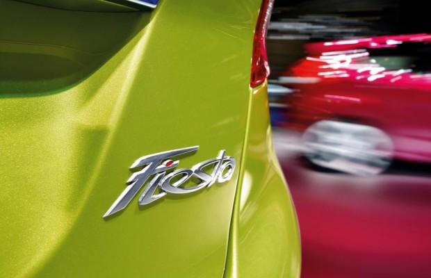 Deutsche Autokäufer stehen auf schwarzen Lack