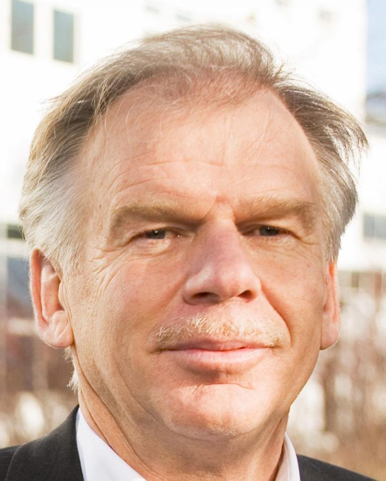 Dr. Friedrich Nitschke.