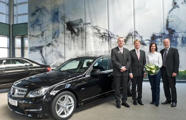 Erstes Mercedes-Benz C-Klasse T-Modell an Kundin übergeben