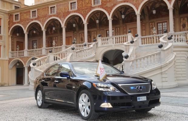 Fürst Albert II. fährt im Lexus zur Hochzeit