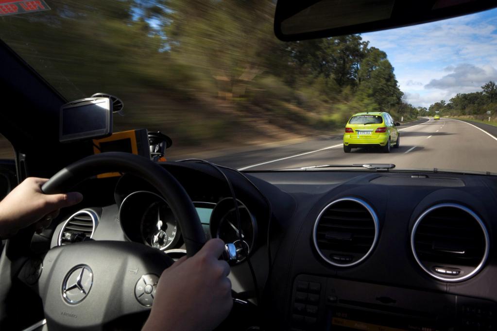 Fahren lässt sich die B-Klasse F-Cell wie jedes andere Auto auch, doch dabei arbeitet die Brennstoffzellentechnik emissionsfrei.