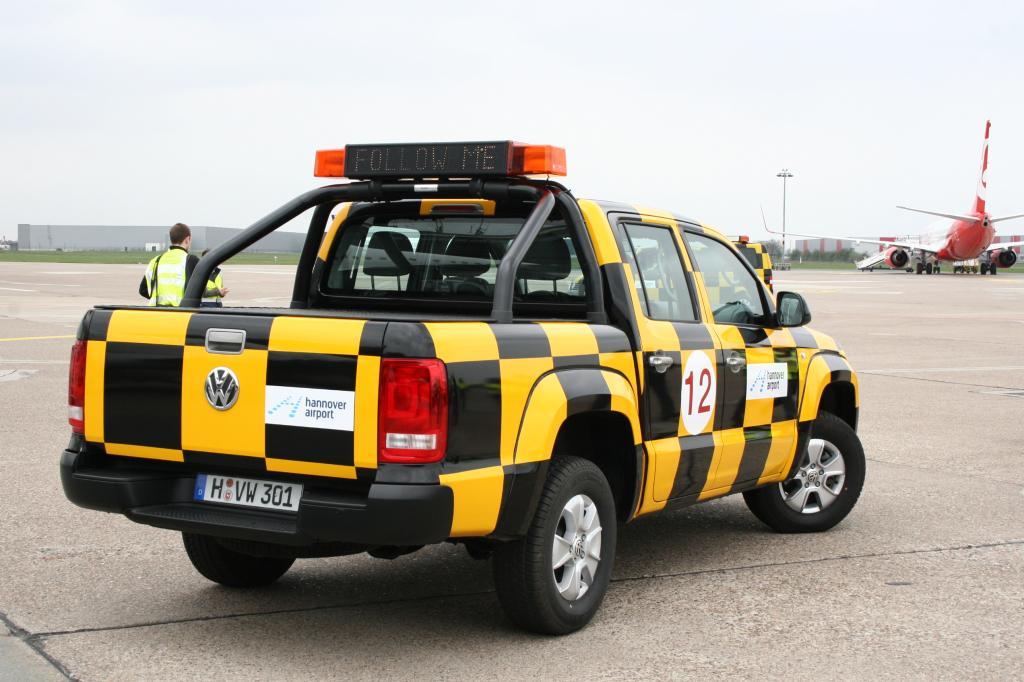 Follow me: Der Flughafen Hannover erhielt einen Volkswagen Amarok als neues Fahrzeug für das Rollfeld.