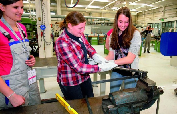 Girls' Day: 1500 Schülerinnen lernen Technik-Berufe bei VW kennen