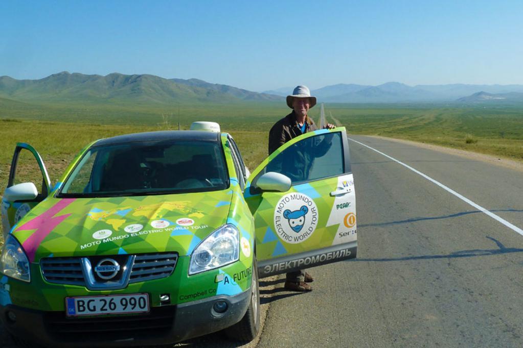 Hjalte Tin ist einer der dänischen Abenteurer, die im auf Elektroantrieb umgerüsteten Nissan Qashqai um die Welt fahren.