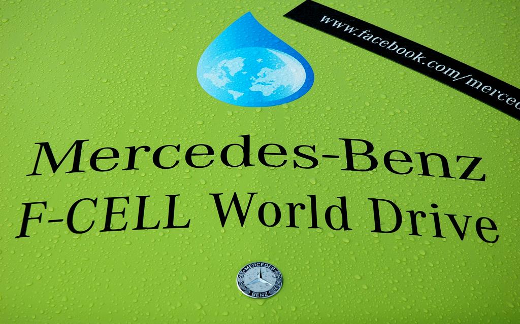 Insgesamt drei F-Cell-B-Klassen plus Begleitfahrzeuge sind beim Mercedes-World-Drive unterwegs.