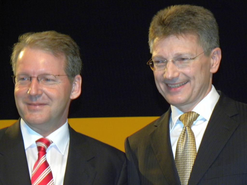Jürgen Geissinger, Geschäftführer der Schaeffler-Gruppe und Elamr Degenhardt, Vorstandsvorsitzender der Continental AG.