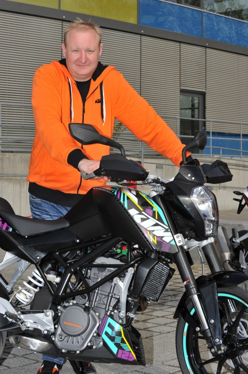 KTM 125 Duke: Naked Bike für Einsteiger – Ganz wie bei den Großen! | Thomas Kuttruf - KTM Presse