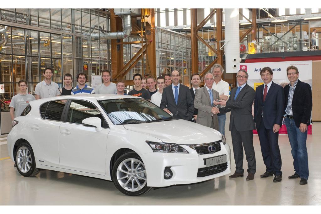 Lexus zur Schulung von Ingenieursnachwuchs übergeben