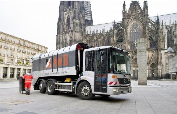 Mercedes: Umweltfreundliche Erdgas-Motoren für Lkw