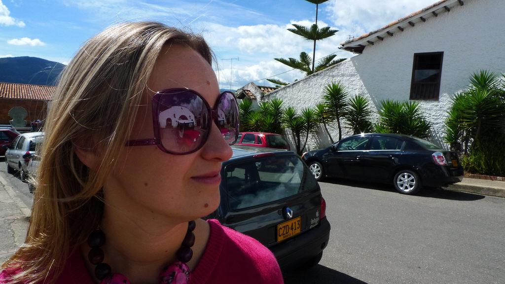 Nicht jede Sonnenbrille ist fürs Autofahren geeignet