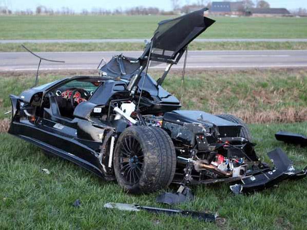 Nur noch Schrott: Crash mit 300.000 Euro Gumpert Apollo