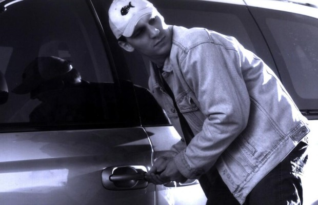 Recht: Fahrzeugschein im Handschuhfach: Diebstahlversicherung muss zahlen