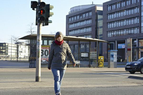 Recht: Fußgänger ab Straßenmitte erneut nach rechts schauen