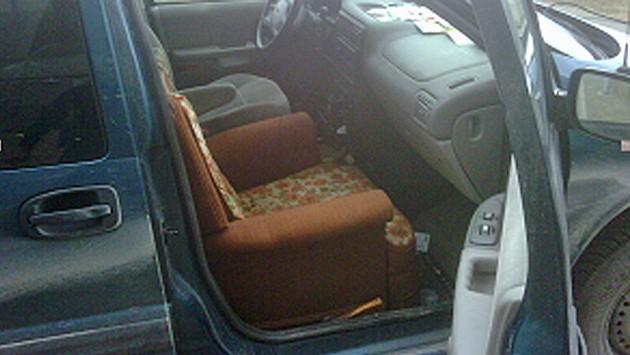 Schlechte Interieuridee: Ein Sessel statt eines Autositzes