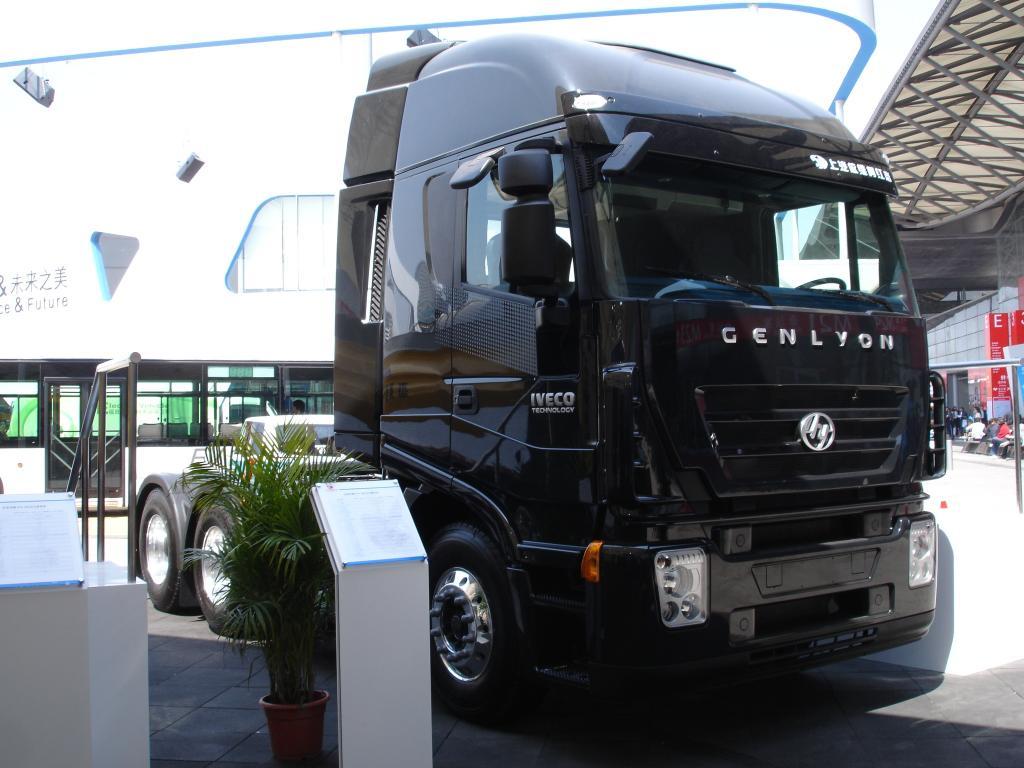 Shanghai 2011: Iveco mit Joint Ventures Naveco und Saic-Iveco Hongyan vertreten