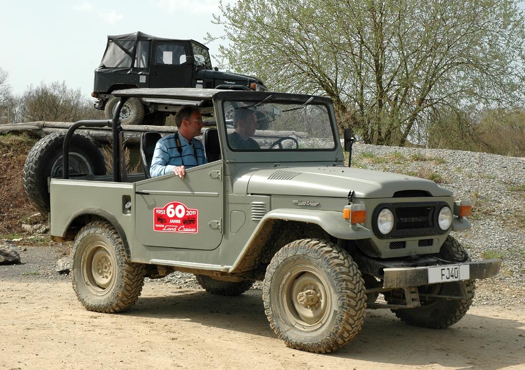 Toyota Land Cruiser: ... darunter der noch recht kompakte FJ 40.
