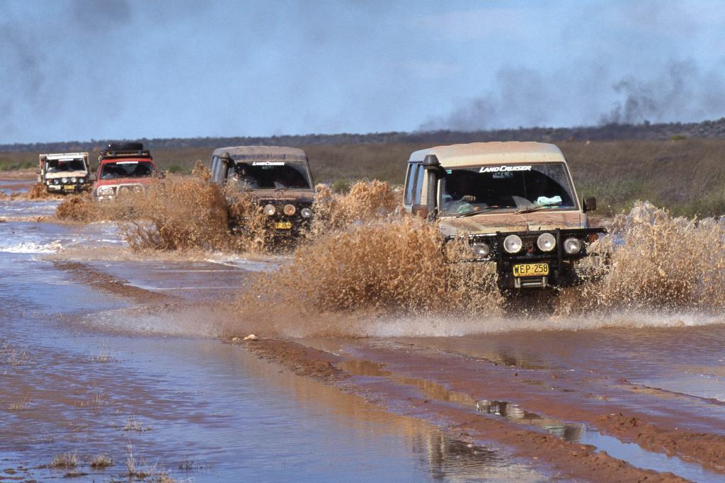 Toyota Land Cruiser Konvoi, 2003