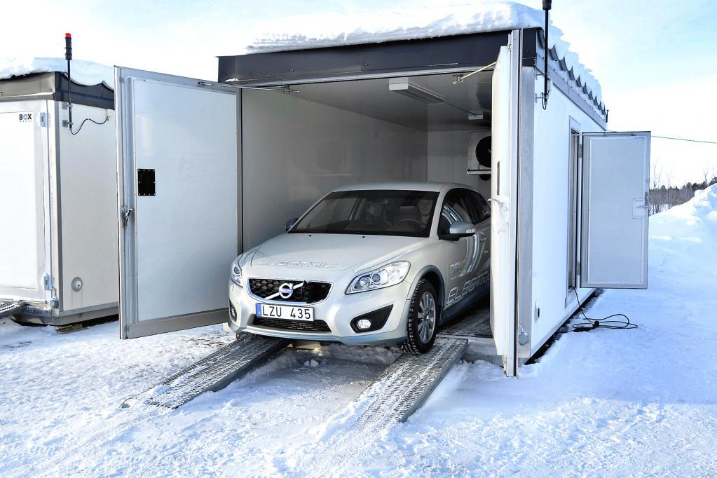 Um für einheitliche Testbedingungen zu sorgen, muss der elektrische C30 auch bei Temperaturen unterhalb der minus 20 Grad Celsius noch in die Kühlkammer.