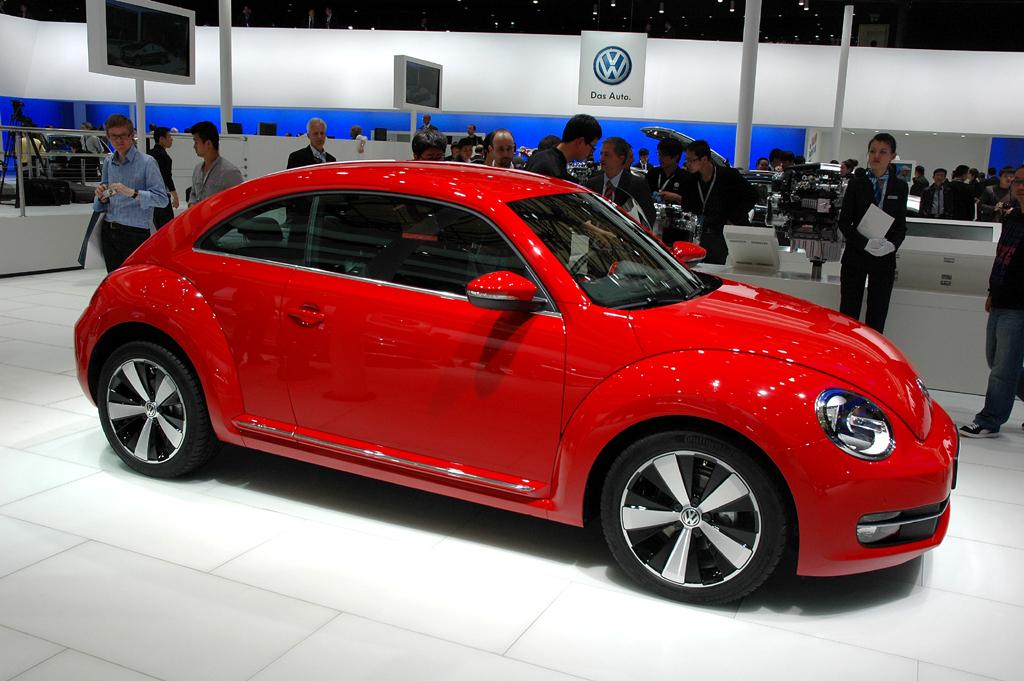 VW Beetle: Und so sieht die modern interpretierte Käfer-Ikone mit roter Außenfarbe aus.
