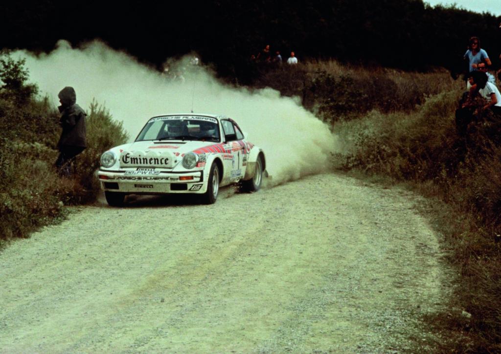 Walter Röhrl und Christian Geistdörfer mit dem Porsche 911 SC..