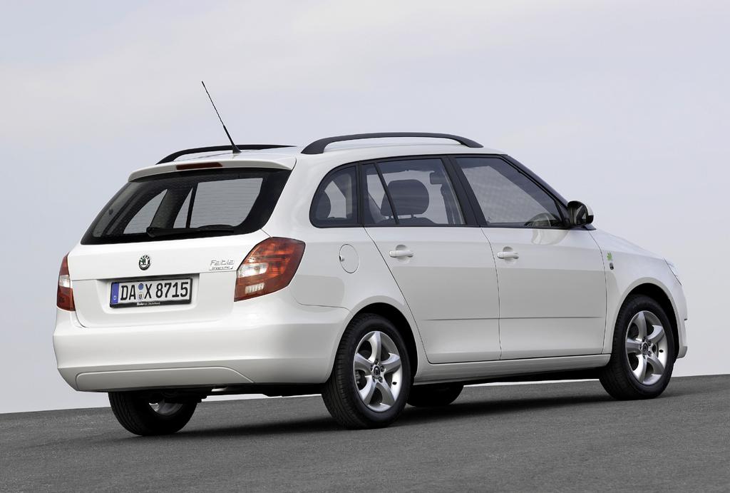 Škoda Greenline: Der Fabia-Kombi in Heck-/Seitenansicht.