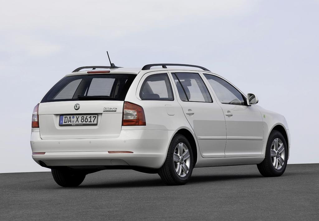 Škoda Greenline: Der Octavia-Kombi in Heck-/Seitenansicht.
